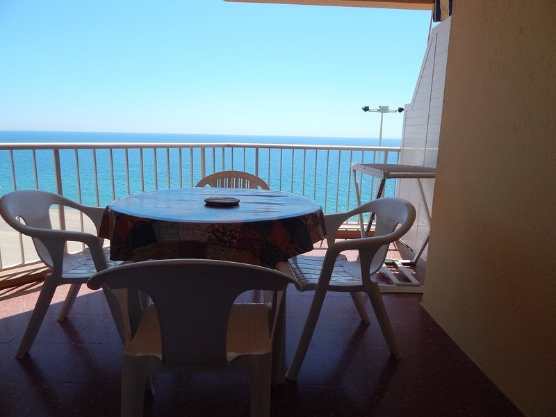 Girorooms - Apartment in Platja d'Aró with sea views and parking- ALEXANDRA MAR, vacation rental in Platja d'Aro