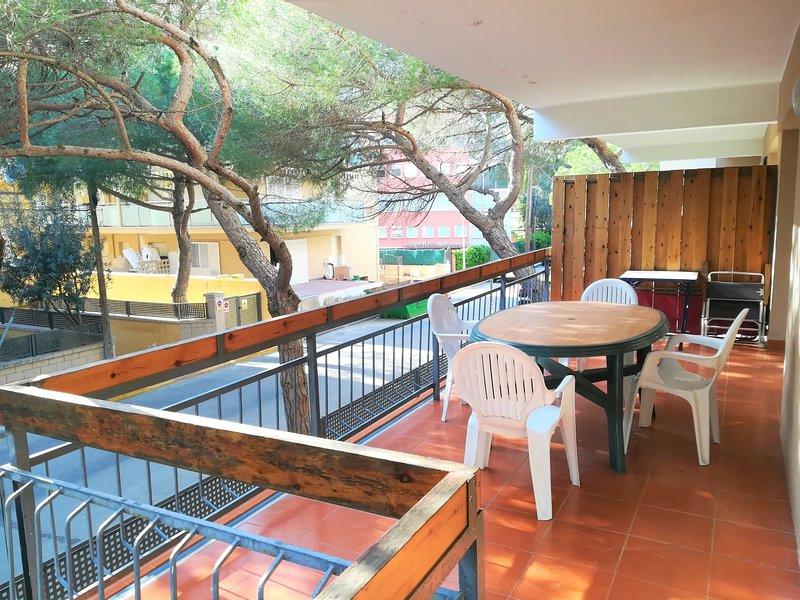 Girorooms - Apartment in Platja d'Aró quiet area near the center - AROMADRID, holiday rental in Castell-Platja d'Aro
