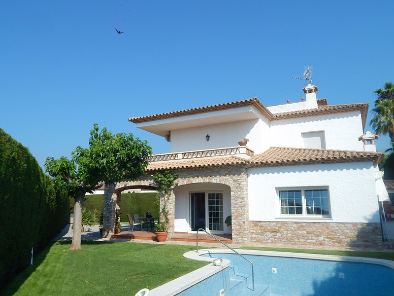 Luxury Villa in Platja d'Aro with pool, garden and parking - TORREBOSCA, vacation rental in Platja d'Aro