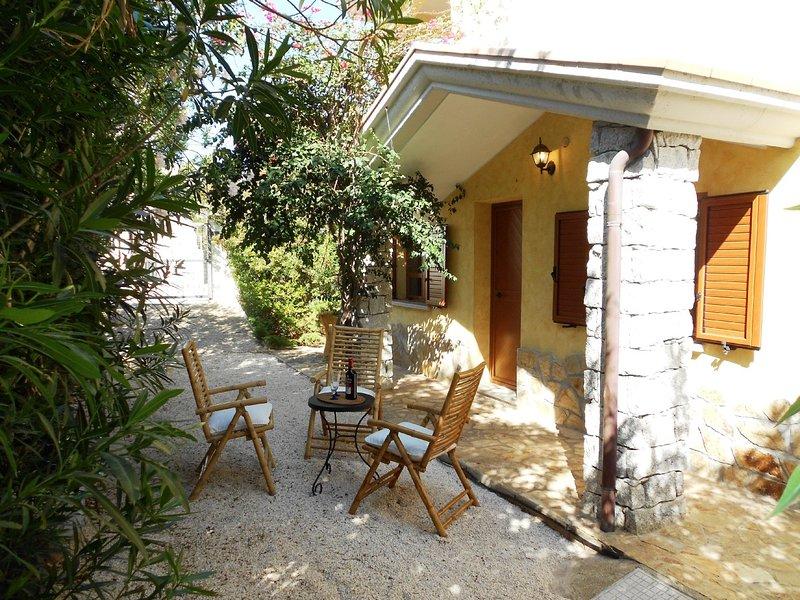 VILLA SOLEMARE: elegante villa in posizione riservata, 10 persone, holiday rental in Cala Gonone