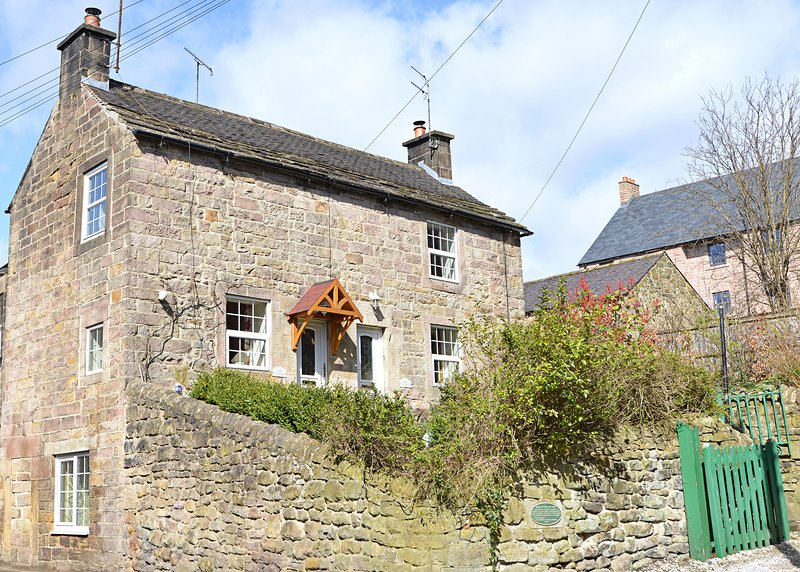 Gate Cottage, Central Matlock Historic 1740's Cosy Cottage, vacation rental in Kelstedge