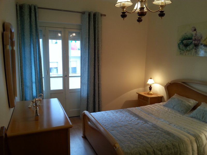 Apartamento em Mem Martins,4 Km de Sintra, holiday rental in Mem Martins
