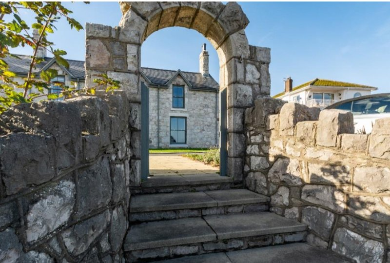 Holiday House Rental *Sea Front* - Rhos-on-Sea - NEW HOUSE, vacation rental in Rhos-on-Sea