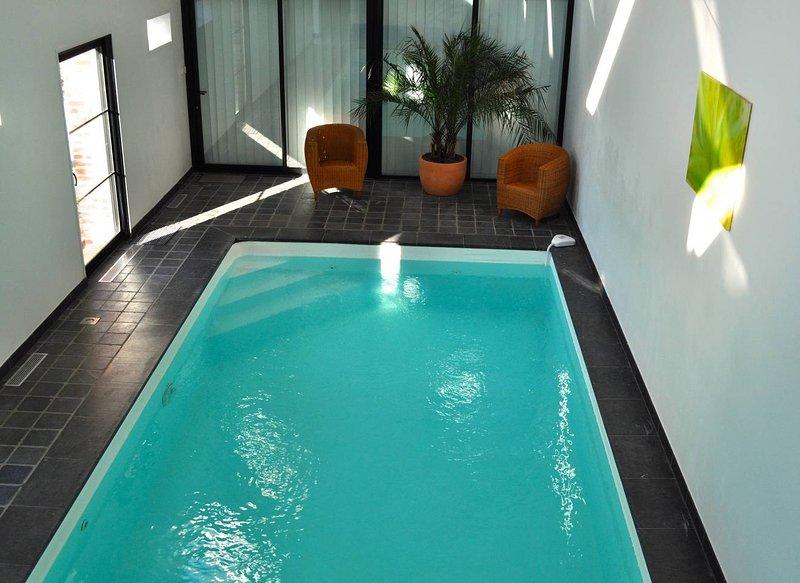 La Ferme de l'Hermitage - Gîte familial avec piscine chauffée 2 à 16 personnes, holiday rental in Henin-Beaumont