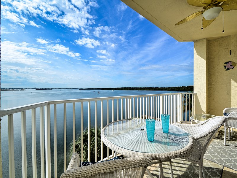 Boca Ciega Resort 313  Charming One Bedroom on the water at Boca Ciega Resort an, holiday rental in Kenneth City