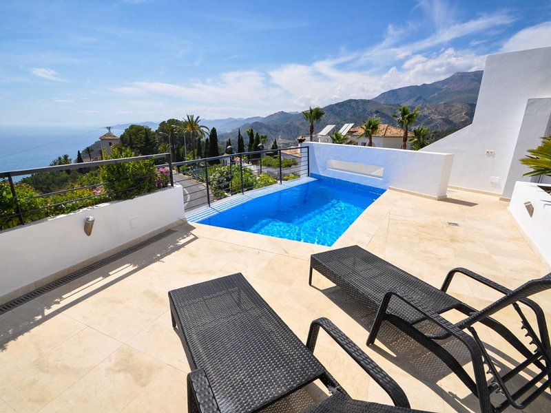 Luxurious new modern villa with private pool and spectacular sea views., holiday rental in La Herradura