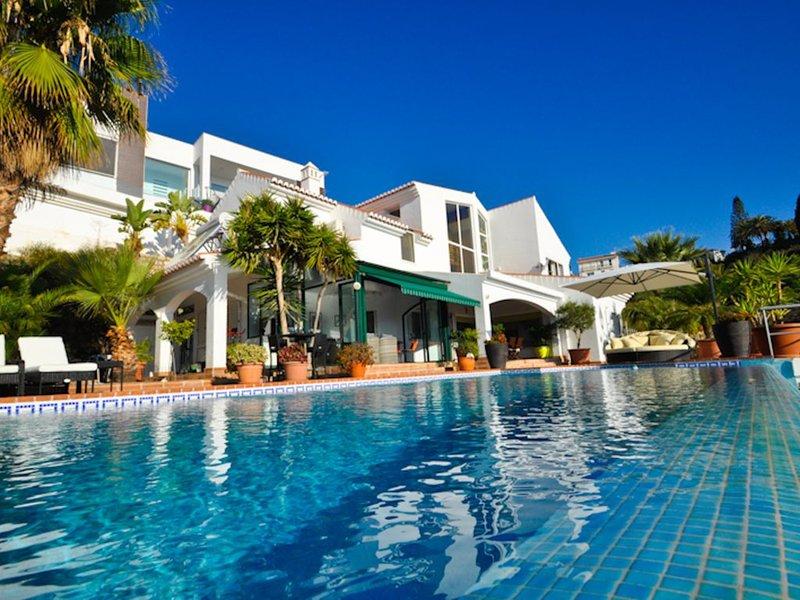 Beautiful villa in Salobreña (Monte de los Almendros) with heated pool, holiday rental in Salobrena