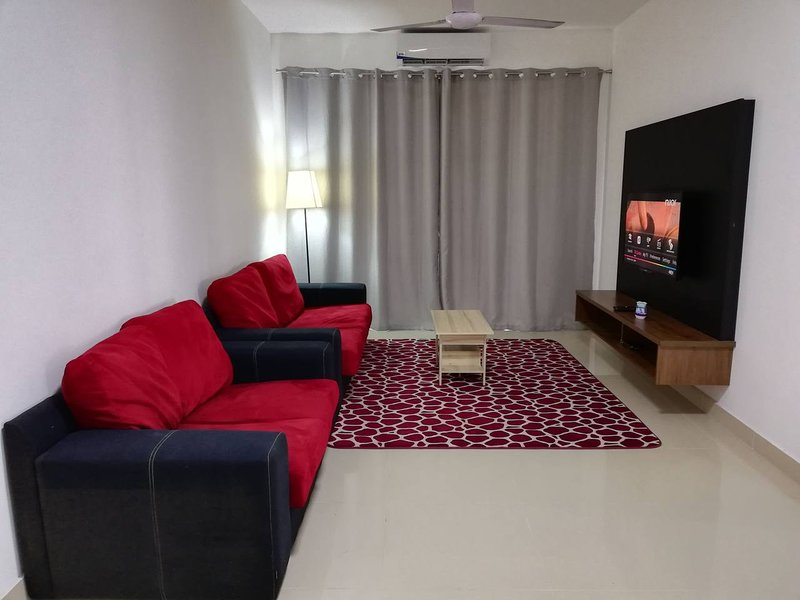 Aisaac Guesthouse 3 Bedrooms Apartment Near i-City Shah Alam free Wifi, vakantiewoning in Klang