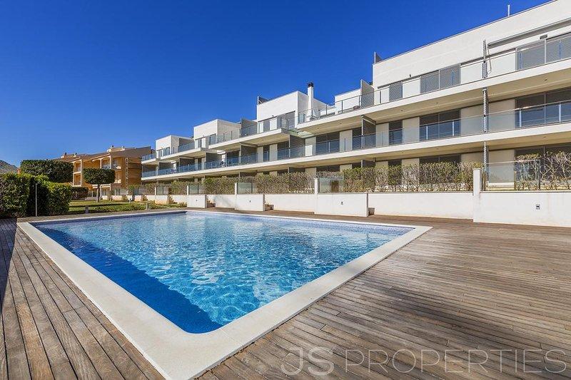 Fantastic Modern Holiday Apartment To Let, aluguéis de temporada em Formentor