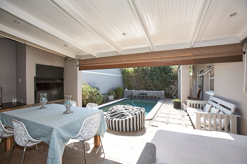 Modern Self Catering House in Lakeside, Cape Town, South Africa, holiday rental in Kirstenhof
