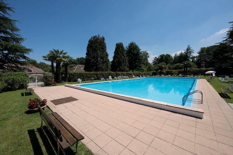 Swimming pool with lifeguard