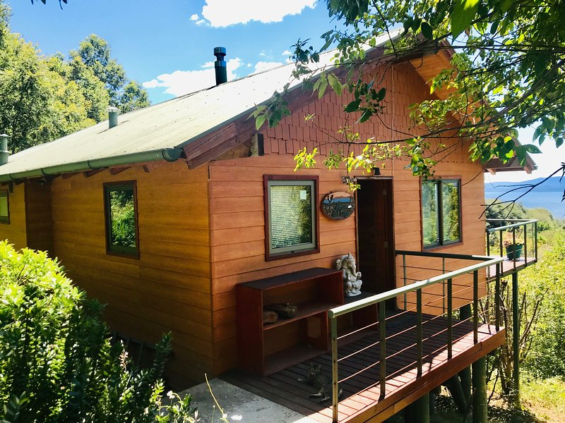 Well-built, insulated, and heated cabaña with stunning views to the lake and mountains