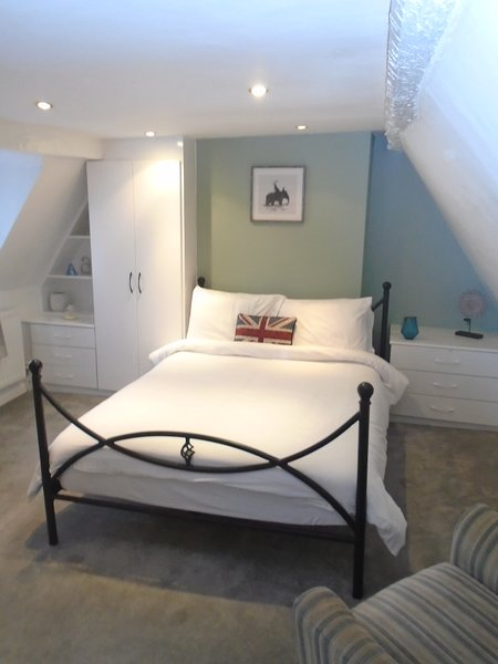 Kenilworth Cosy Castle View Apartment, holiday rental in Warwick