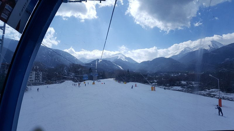 4* fully furnished 2 bed self-catering apartment - Stone's throw to the gondola!, vacation rental in Bansko
