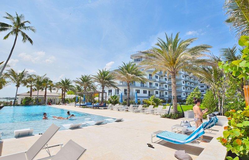 Luxury Beachfront Condo with a Bahamian twist!, vacation rental in Nassau