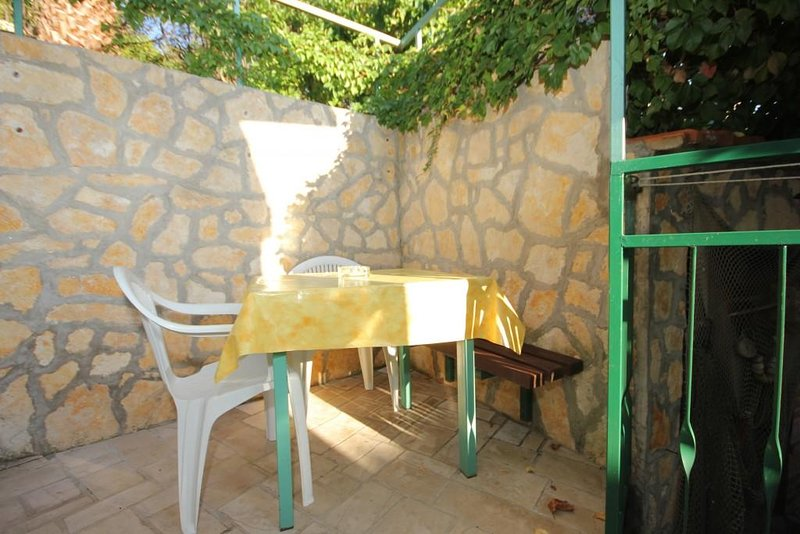 Vis Apartment Sleeps 4 with Air Con - 5460655, holiday rental in Vis
