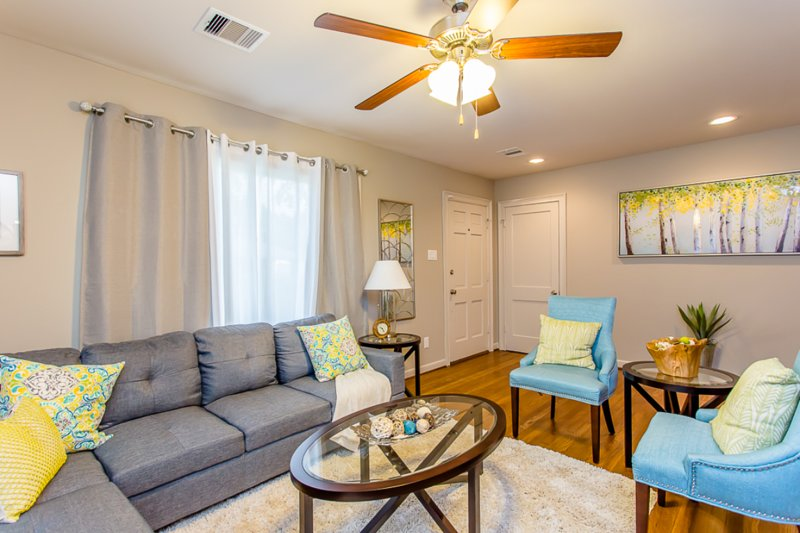 The Blue Door Bungalow! Luxury Home in Downtown Houston, holiday rental in Pasadena