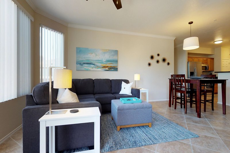 Updated condo w/shared pool, hot tub, & BBQ - close to everything, vacation rental in Tempe