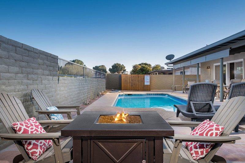 Desert charmer w/ private pool, hot tub & dog friendly!, location de vacances à Vail