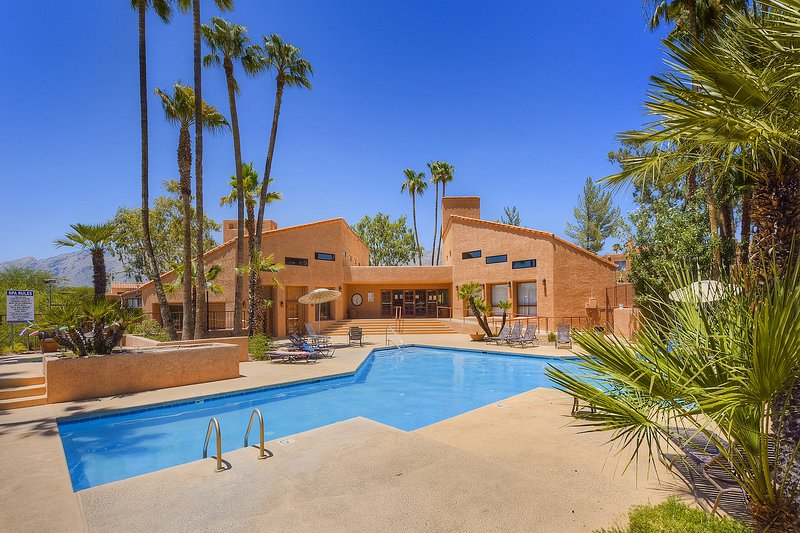 Comfortable, dog-friendly condo with shared pool, hot tub & pool table, holiday rental in Catalina Foothills