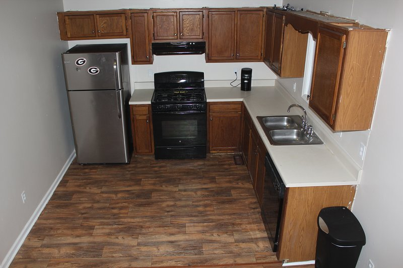 Kitchen, fully equipped with plates, silverware and cooking utensils