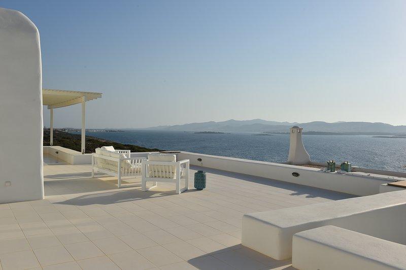 Blue Coast Villa 3, sea front villa with private pool, next to Agia Irini beach, vacation rental in Paros