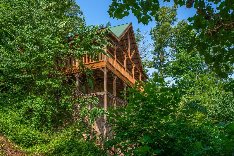 Mountainside cabin w/ private hot tub, game room - amazing views!, vacation rental in Sevierville
