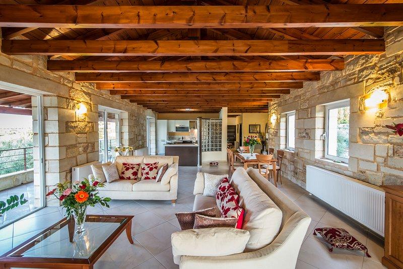Villa Xara Chania | Private Villa with Pool and Sea Views, location de vacances à Agia Marina