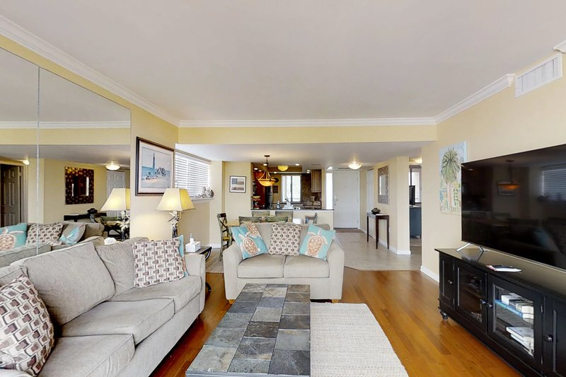 Oceanview condo w/ shared hot tub, pool, and more - close to the beach!, holiday rental in Parris Island