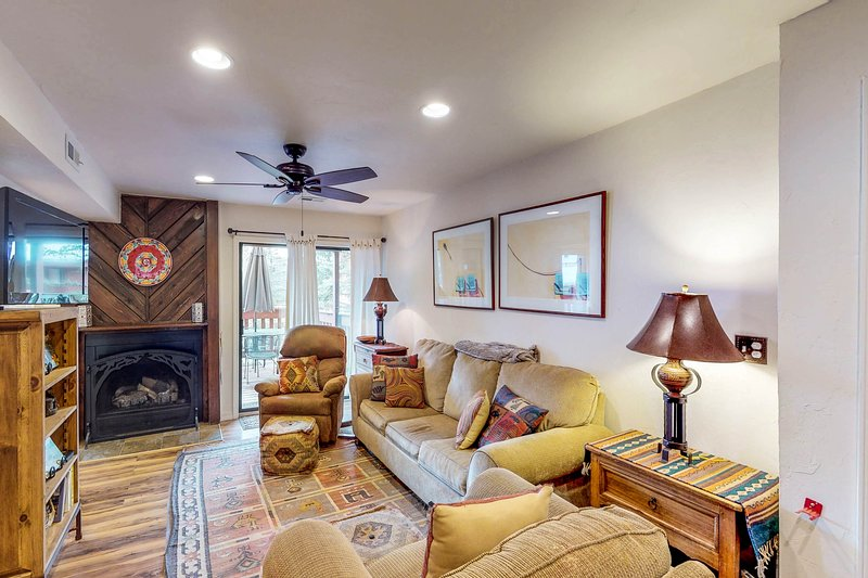Remodeled, dog-friendly condo w/ mountain views - a short walk to Angel Fire!, holiday rental in Angel Fire