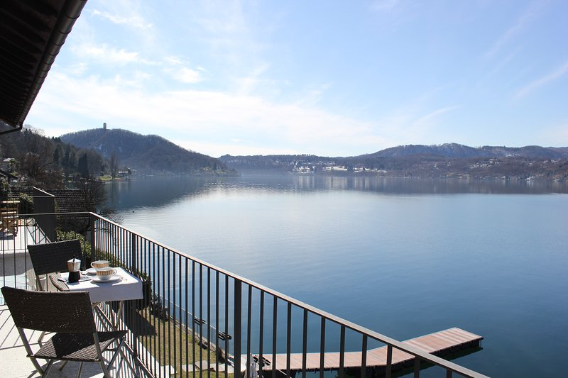 Appartamento sul lago con vista spettacolare, Ferienwohnung in Ameno