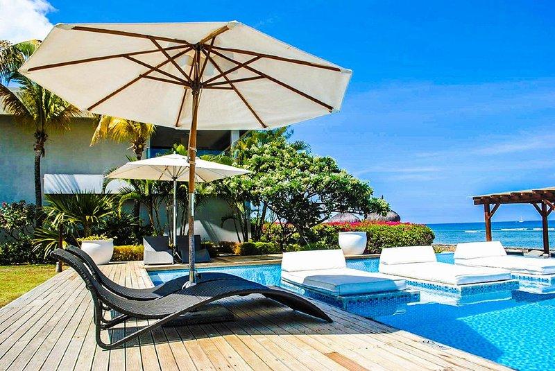 Leora Beach Luxury 3 Bedrooms Suite by Dream Escapes, vacation rental in La Mivoie
