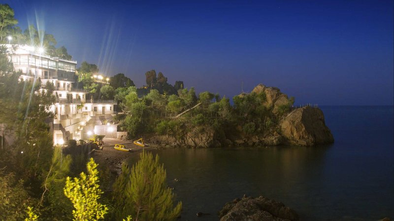 Baia Blu Apartments - by night