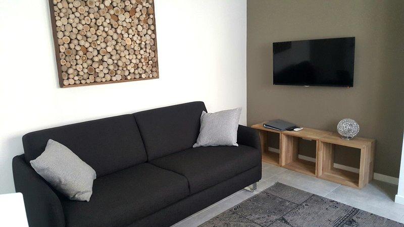 FASHION HOUSE ELVIRA 2, holiday rental in Mozzo