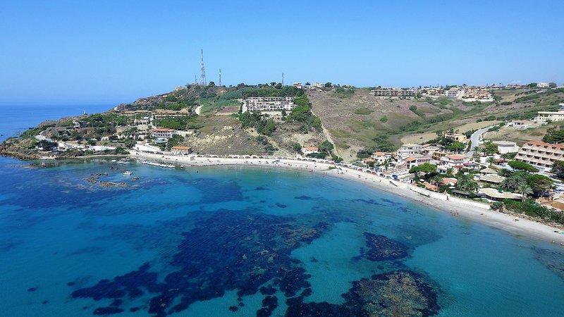 Cadoro Case Vacanza 4 posti letto con balcone vista mare a 250 mt dalla spiaggia, holiday rental in Localita Rogana I