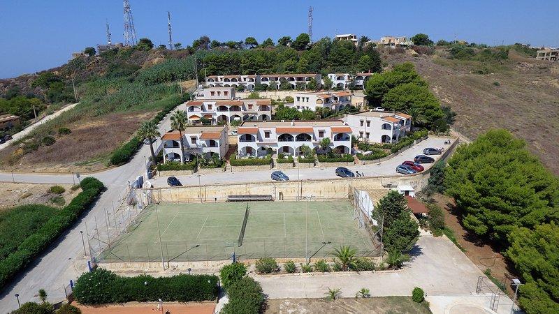 Appartamento Panoramico Fronte Mare Balcone,wifi,self-catering, 250mt dal mare, holiday rental in Localita Rogana I