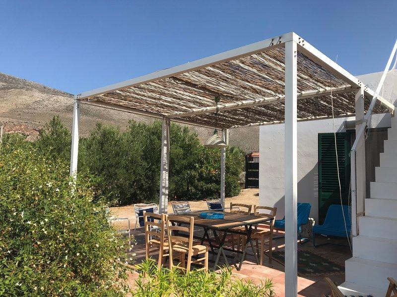 Amazing villa with sea view & Wifi, holiday rental in Castelluzzo