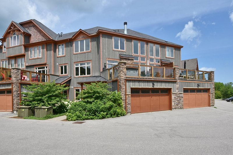 Stylish 3 bedroom chalet with Mountain View, vacation rental in Craigleith