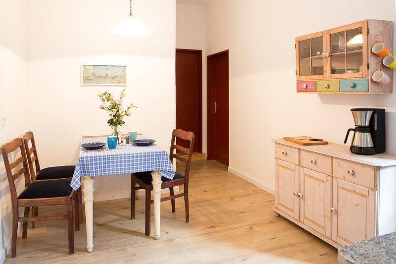 Ruhige, freundliche 2-Zimmer-Wohnung, alquiler vacacional en Rieth