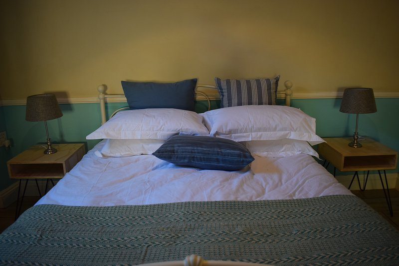 Kensington guest House dbl room w ensuite, vacation rental in Johannesburg