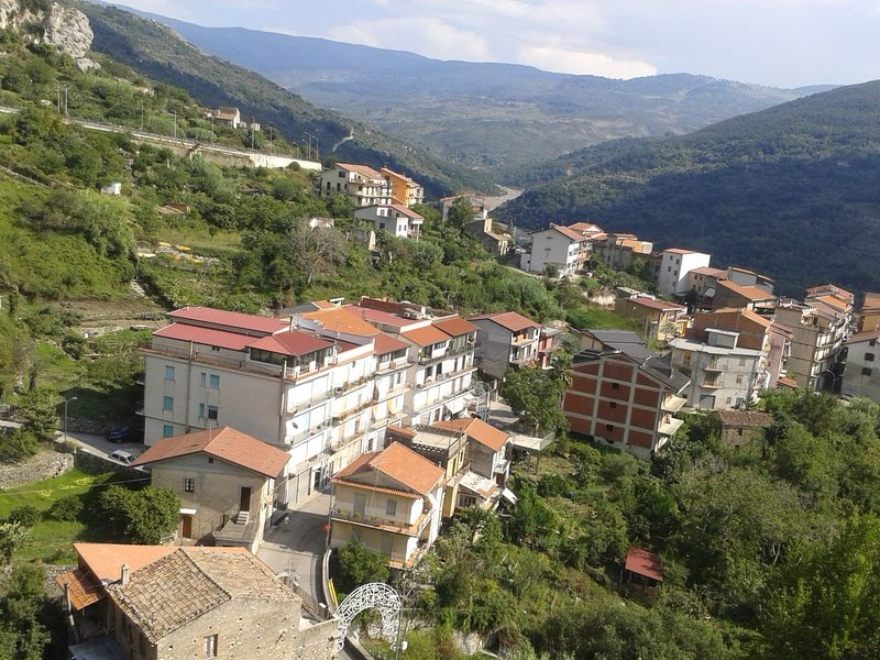 Appartamento vista collina, vacation rental in Acquedolci