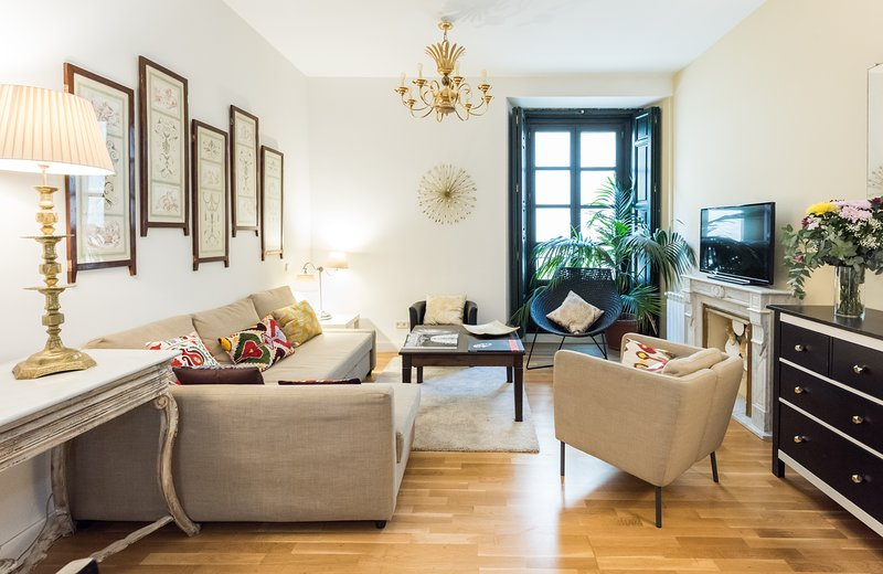 WOW! LATINA PALACE Wifi! Lift!, holiday rental in Madrid