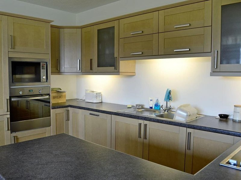 fitted kitchen with dish washer and washing Machine