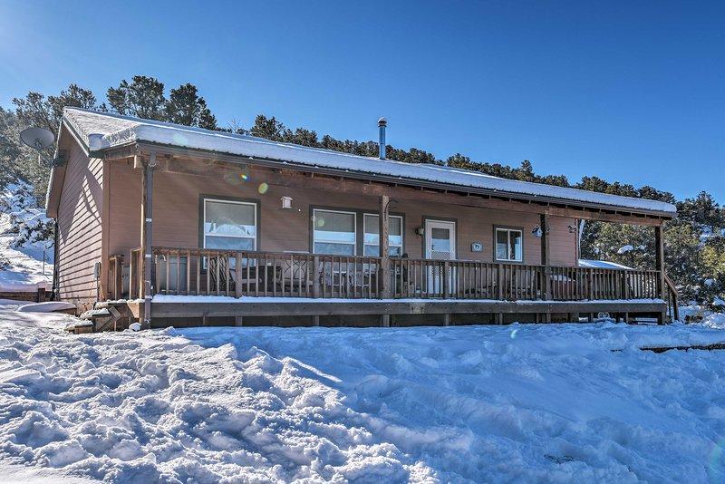 Cozy Ski Cabin w/ Deck Near Taos Ski Valley!, vacation rental in San Cristobal