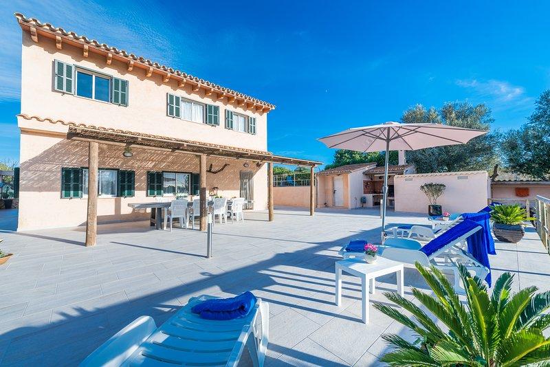 Villa Bumbambo con piscina para vacaciones de relax cerca de Manacor, Mallorca, aluguéis de temporada em Manacor