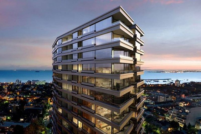 LUXURY SKYHIGH APARTMENT VIEWS BEACH, BAY & CITY* POOL, SAUNA, STEAM ROOM, WIFI* – semesterbostad i St Kilda East