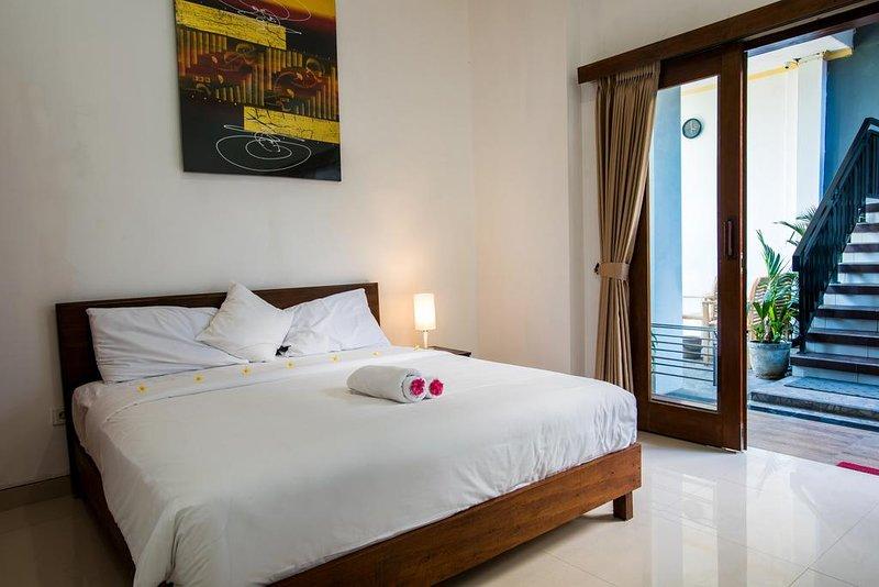 deluxe double or twin room with pool view, alquiler de vacaciones en Tibubeneng