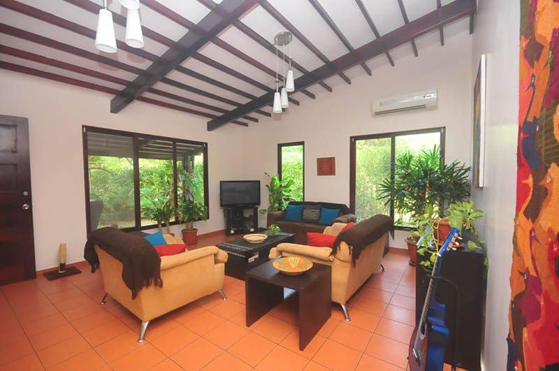 Modern House Close to Montañita and Olon, PETS OK, alquiler de vacaciones en Montañita