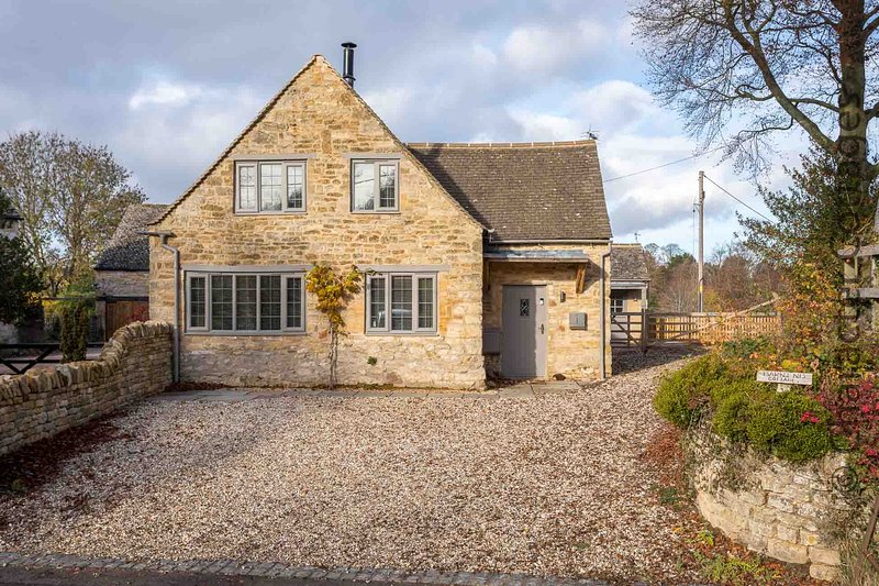 Barn End Cottage is a stunning property located in the village of Broad Campden, holiday rental in Paxford