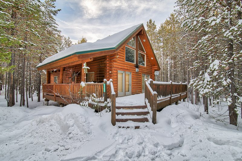 If you are looking for a home where you can enjoy nature, the Island Park Cabin is the place for you